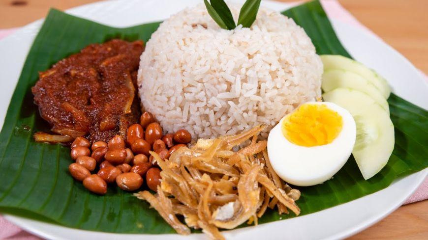 Kerana Penangan Nasi Lemak, Mat Saleh Ini Sanggup Terbang Ke Malaysia Dari Greece! | Rileklah.com
